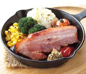 厚切りベーコンと窯焼き野菜